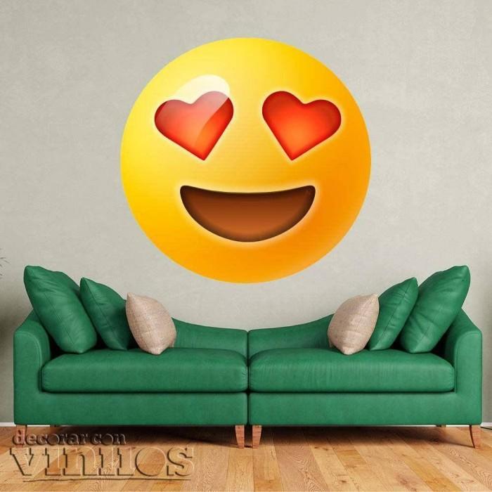 Emoticono contento con ojos corazon