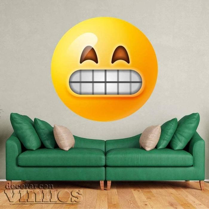 Emoticono contento con mueca de sonrisa