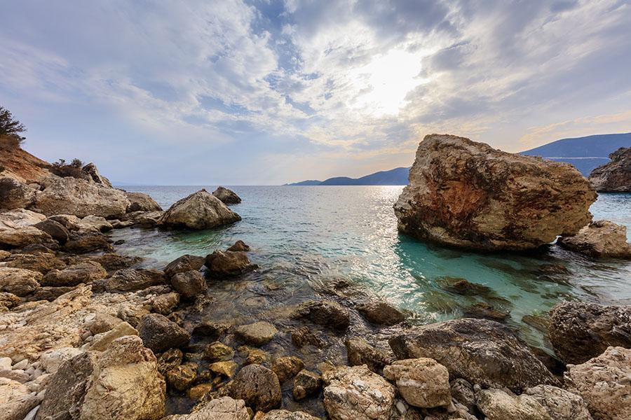 Fotomural - Playa rocosa Agiofili
