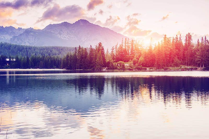 Fotomural - Lago y montaña en Alto Tatra